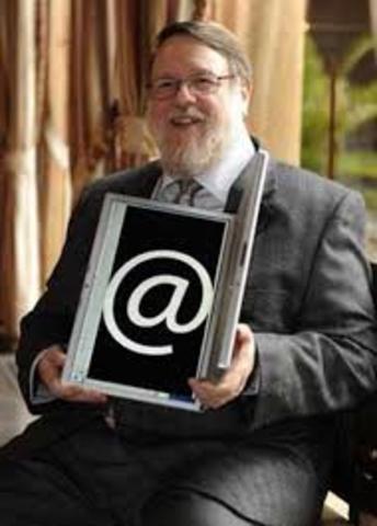 Ray Tomlinson crea un programa de correo electrónico para enviar mensajes