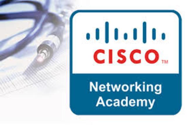 Se lanzan las Academias de Networking de CISCO y se alcanza el 70% de las ventas por internet