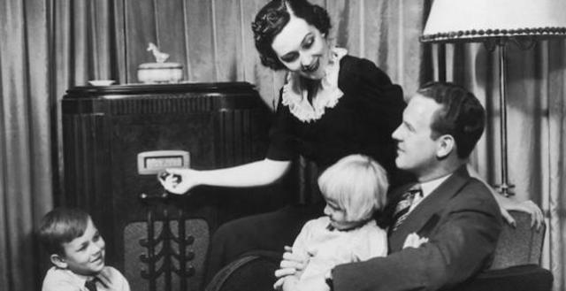 La Segunda Guerra Mundial provoca el auge de la radio y el desarrollo de las microondas.