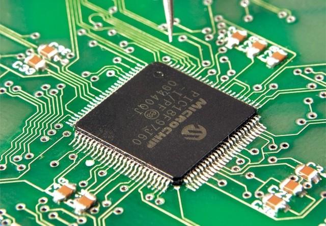 Uso generalizado  de circuitos digitales integrados.