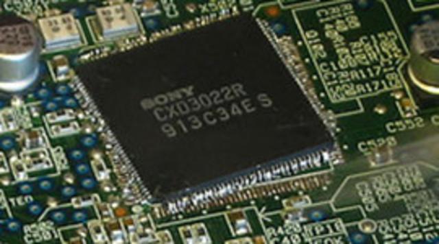 Uso generalizado de circuitos digitales integrados y advenimiento de las PC digitales.