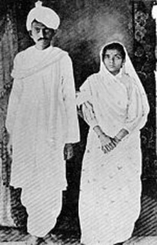 Gndhi married Kasturbaj, 14 years old, a girl of his age