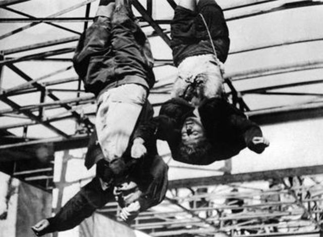 Mussolini és capturat i executat per partisans italians