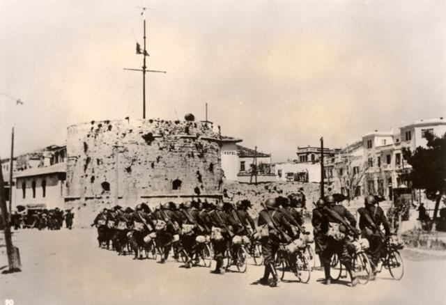 Itàlia envaeix Albània