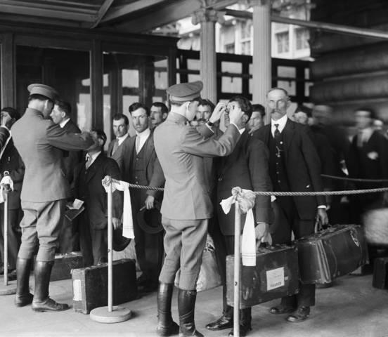 Ellis Island processes immgrants