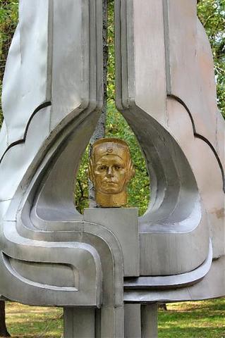 Памятник В.С.Лецко