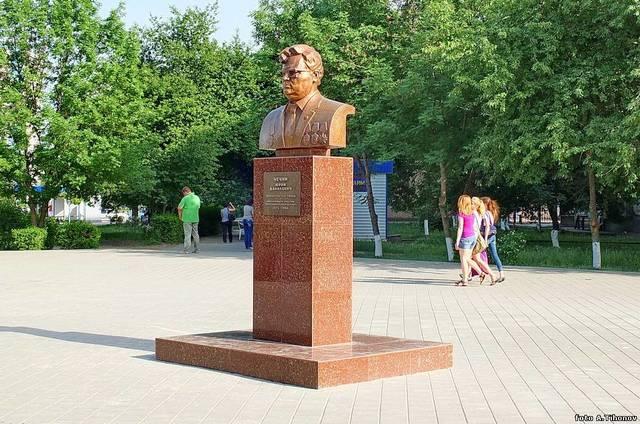 Памятник Юрию Чечину