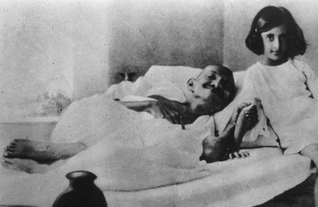 Gandhi begins a 21 day fast