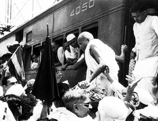Gandhi Arrives to Bombay