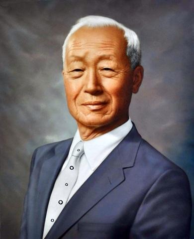 South Korean President Syngman Rhee executes 100,000 people.