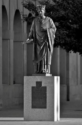 Promulgación del privilegio de la Unión y finalización de la construcción de la catedral de Pamplona.