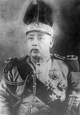Yuan Shikai becomes the first president of China