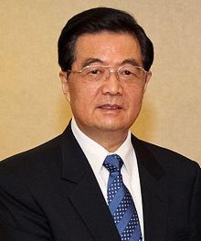 Hu Jintao becomes the new paramount leader after Jiang Zemin