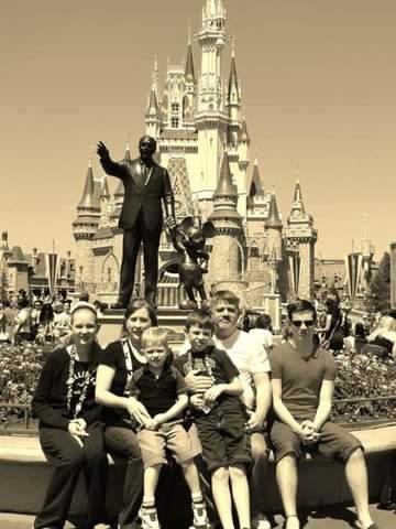 Je suis allé à Disney .