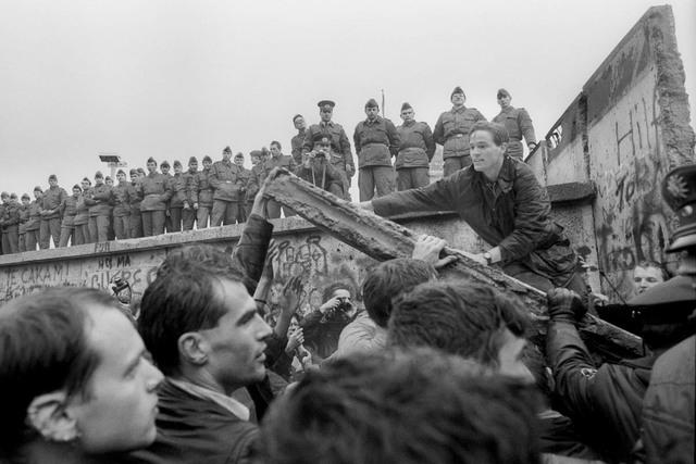 Fall of the Berlin Wall (1989)