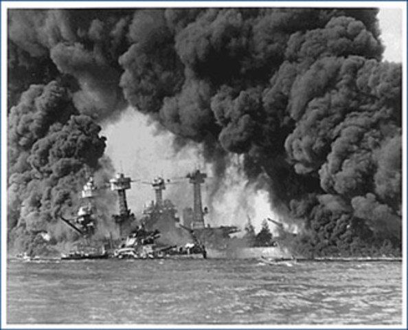 Japan bombs the Pearl Harbor