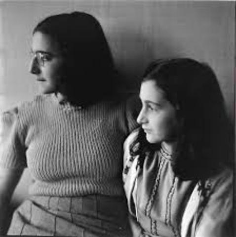 Anne and Margot Frank die