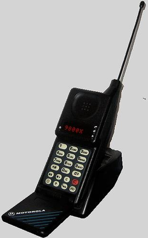Motorola MicroTAC 9800X - This mobile phone weighed around 500 grams