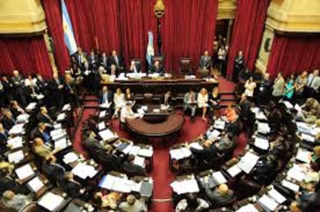 Tensión entre CFK y Scioli en medio de la Sesión