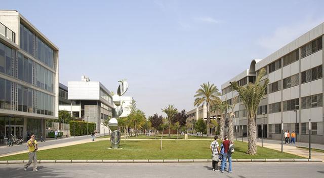 Estudia filosofía y psicología en Valencia