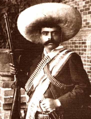 En Villa de Ayala, Morelos, Emiliano Zapata se levanta en armas contra la dictadura de Porfirio Díaz.
