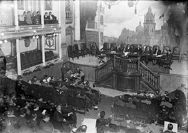 Convocado por Venustiano Carranza, inicia sus sesiones el Congreso Constituyente en Querétaro que se encargará de redactar la nueva Constitución.