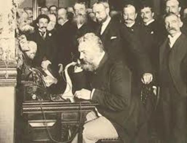 Graham Bell inventa el telefono