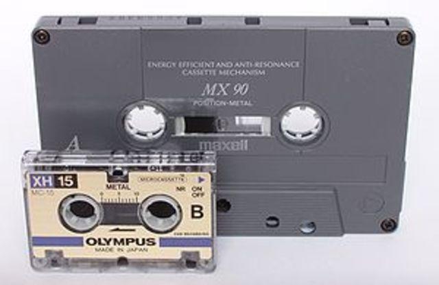 Philips desarrolla los cassettes de cinta magentica