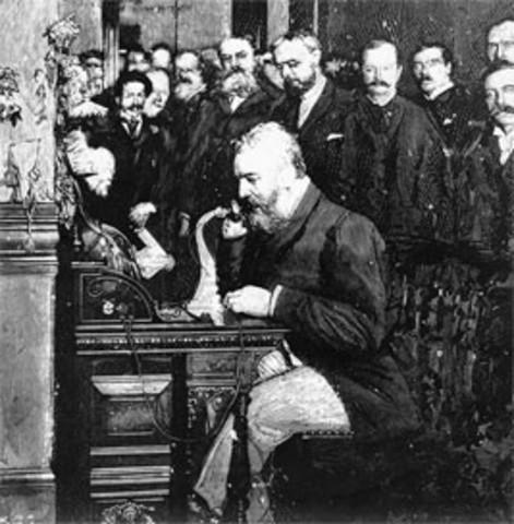 Se realiza la primera transmisión de radiotelefonía de larga distancia
