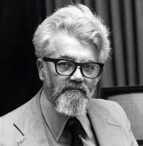Se le atribuye a John McCarthy  el concepto cloud computing o computación en la nube