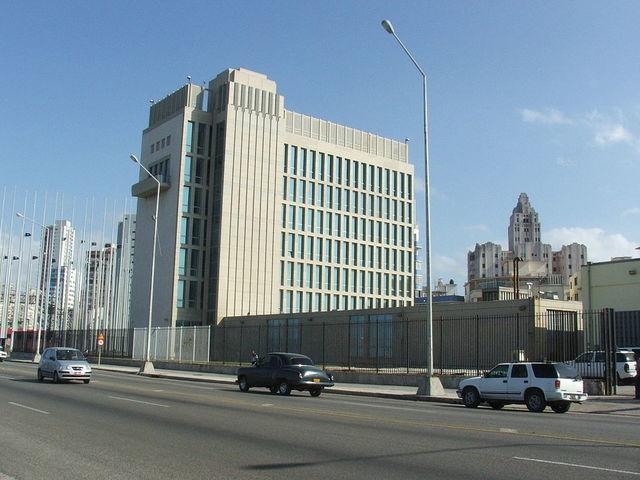 Estados Unidos rompe relaciones diplomáticas con Cuba.