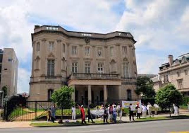 Washington y La Habana abren Secciones de Intereses para cumplir funciones consulares.