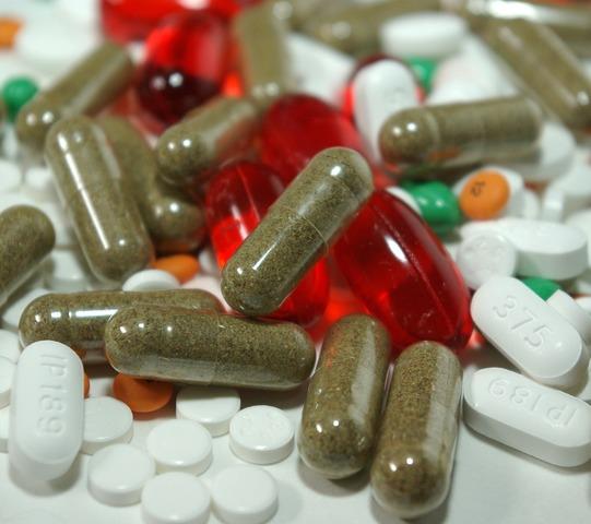 Bill Clinton suaviza el embargo: autoriza las remesas y facilita envío de medicamentos a la isla.