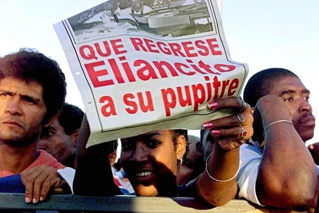 Noviembre-Junio 2000: Cuba y Miami se enfrentan por el niño balsero Elián González. La justicia estadounidense lo entrega finalmente a la isla tras largo proceso judicial.