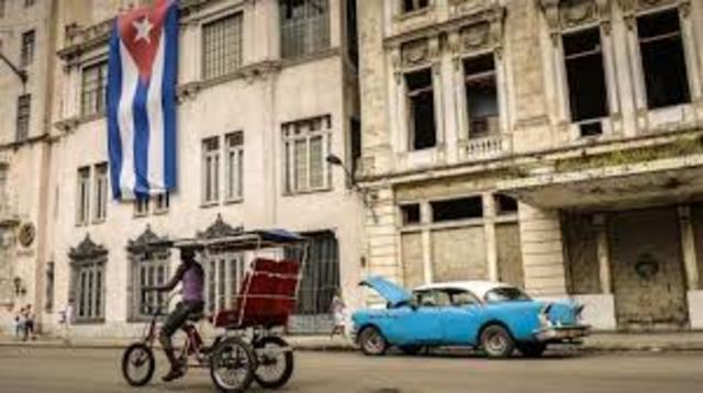Washington pone en vigor nuevas regulaciones que flexibilizan el envío de remesas de dinero y los viajes desde EEUU a Cuba. En los días previos, La Habana libera a 53 presos políticos en un gesto a EEUU.