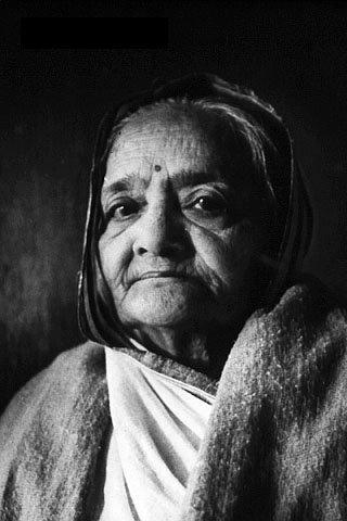 Gandhi's wife dies at age seventy-four