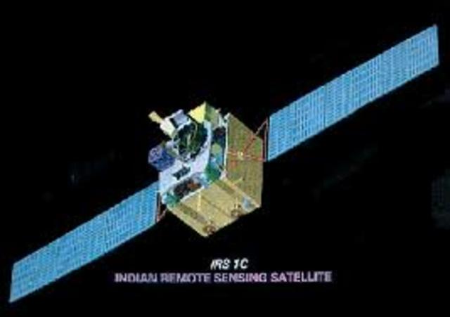 Lanzamiento de los primeros satélites de comunicación