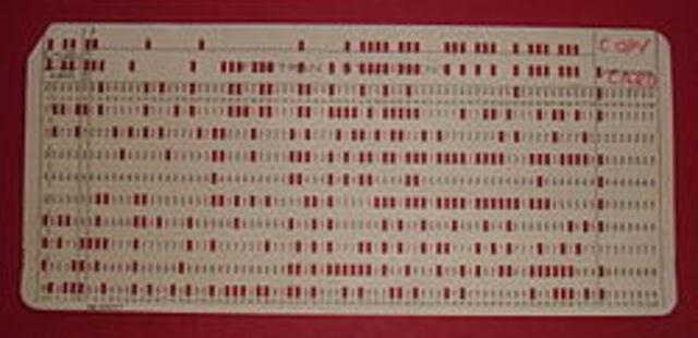 Los datos para procesamiento del censo de EEUU son almacenados en tarjetas perforadas