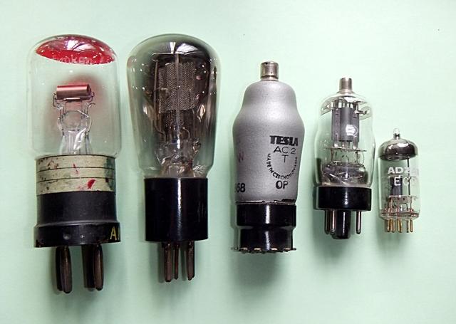 Se inventa el tubo de Vacuum