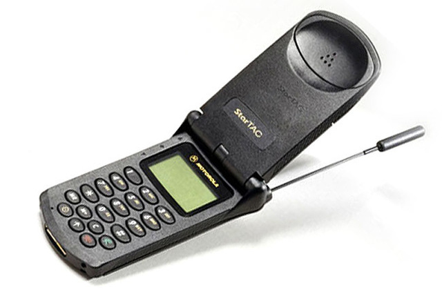 Motorola Startac primero en implementar SMS