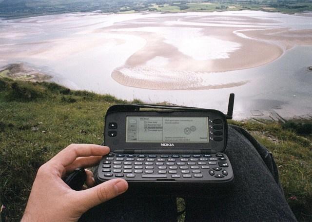 "El Nokia 9000 ""Communicator"" primer celular con acceso a internet"
