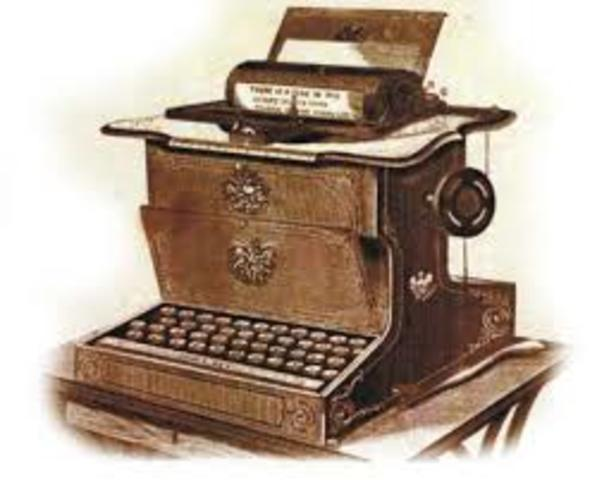 Primeira Máquina de Escrever