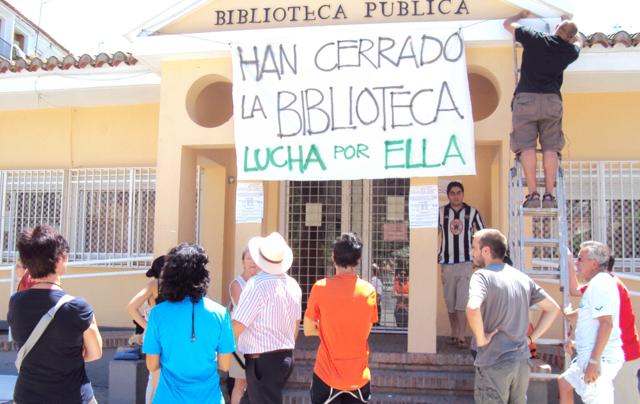 El Ayuntamiento cierra la biblioteca