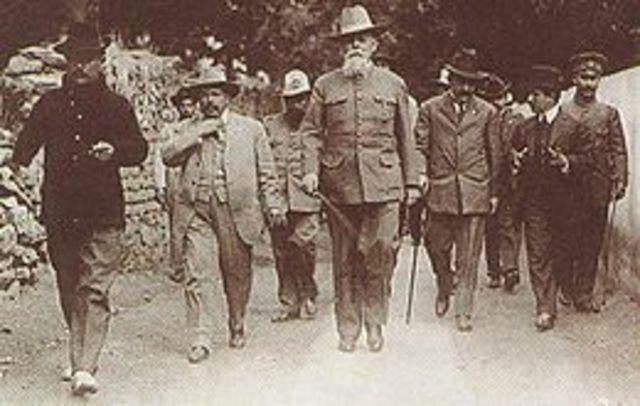 Carranza se establece en Querétaro.