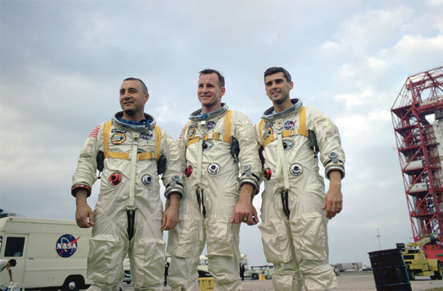 3 Astronauts die on launch pad!