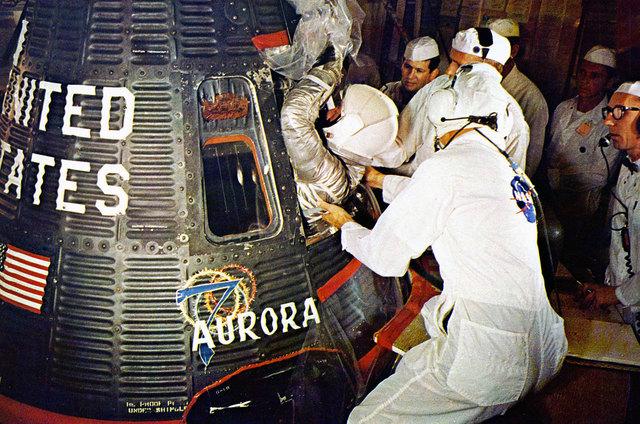 Scott Carpenter repeats John Glenns flight aboard Aurora 7