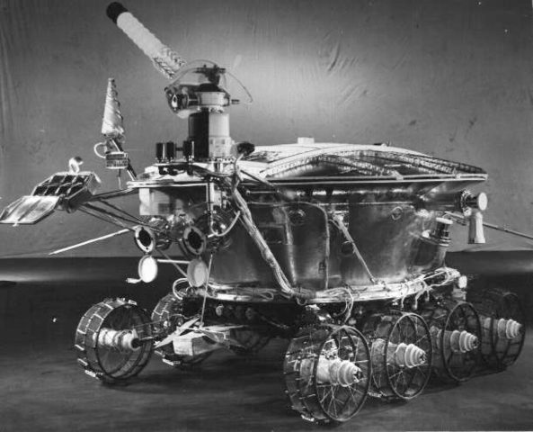 Luna 17 lands on the moon with Lunokhod 1