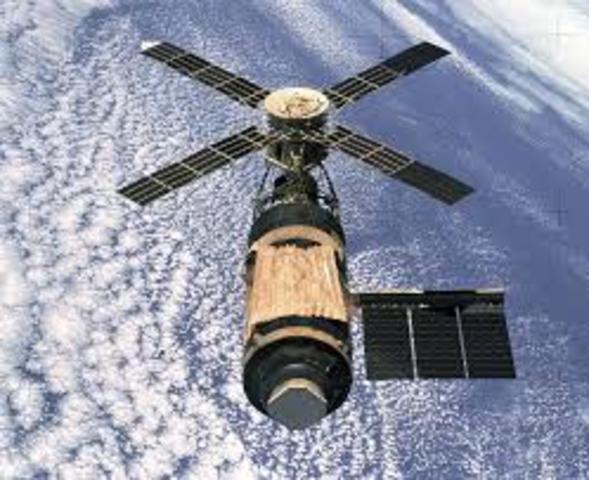 USA launch Skylab workshop