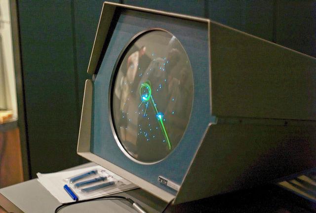 Primer juego de ordenador, llamado Spacewar.