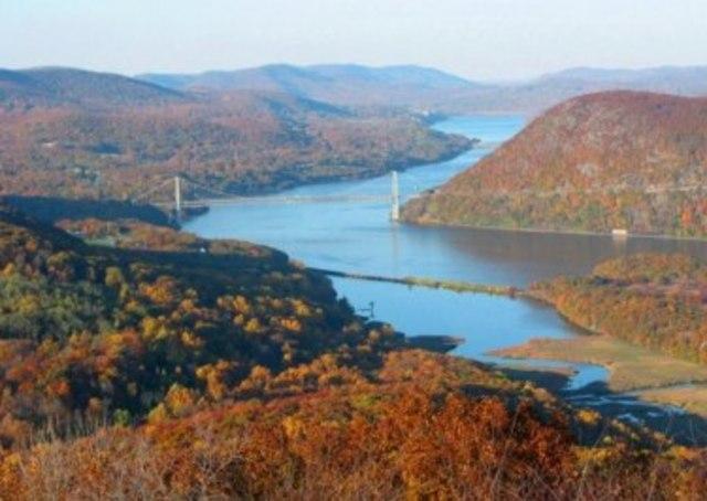 Hudson discovers the Hudson River
